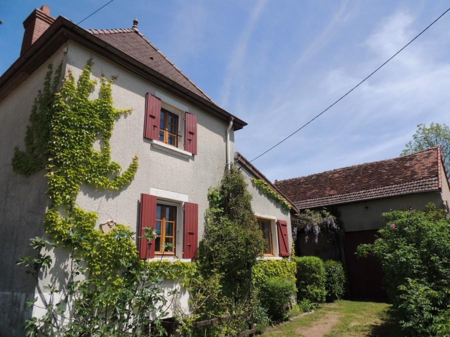 Petite maison de campagne avec piscine et d pendances dans for Acheter maison bourgogne