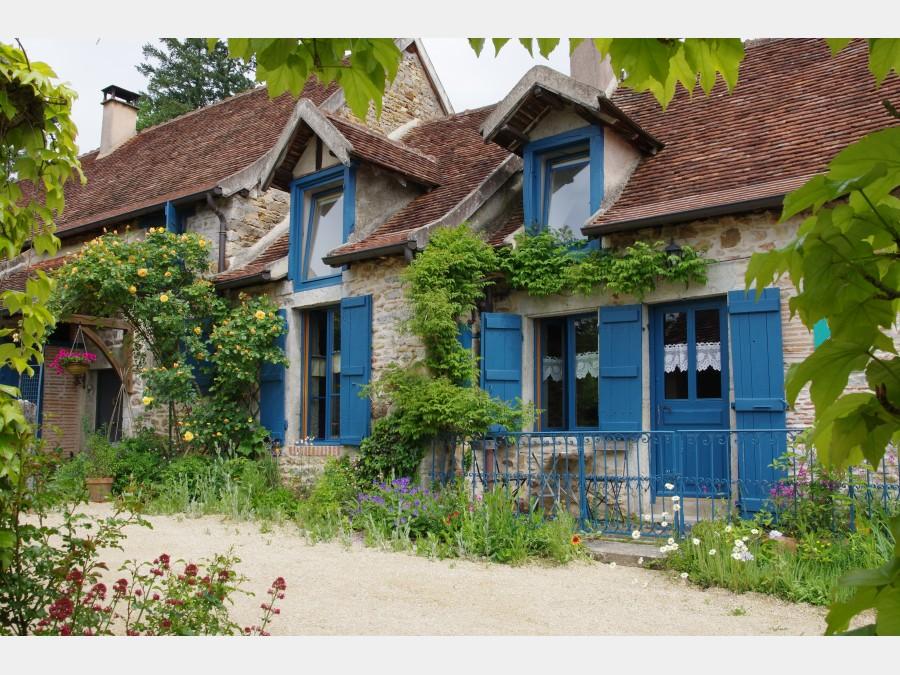 Grande et belle long re avec parc et piscine 25 km de for Bourgogne gite avec piscine