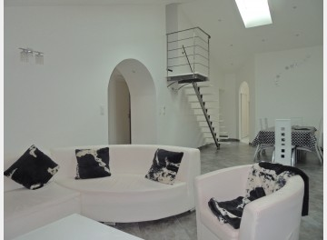 contemporary flat in Cluny centre