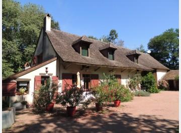 Traditionnelle Fermette Bressanne entre Bois et Etangs à 20 minutes de Chalon sur Saône