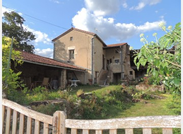 Pretty garden, house in need of care, in a charming hamlet