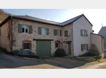 Maison de hameau avec jardin à 12km de Cluny et 13km de Mâcon.