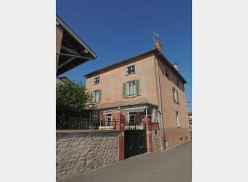 Grande maison au centre d'un village à 25 minutes de Mâcon